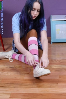 schoolgirl-socks-and-pantyhose-02