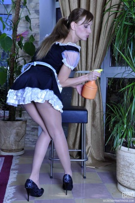French-Maid-Rosa-In-Pantyhose-01