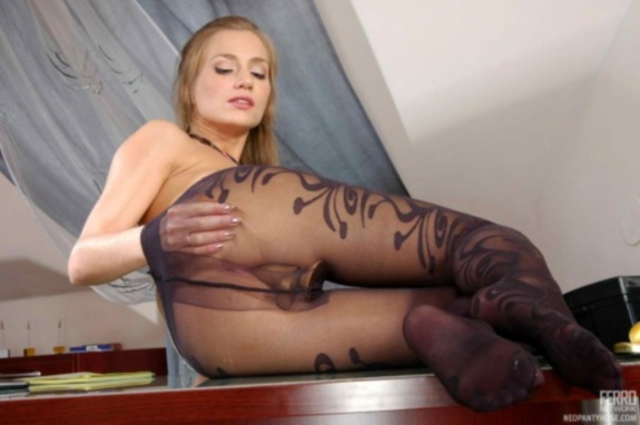 Blonde-In-Black-pantyhose-03