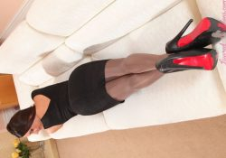 layered-nylons-siobhan-murray