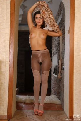 epantyhoseland-charlotte-feeling-her-seductive-pantyhose-02