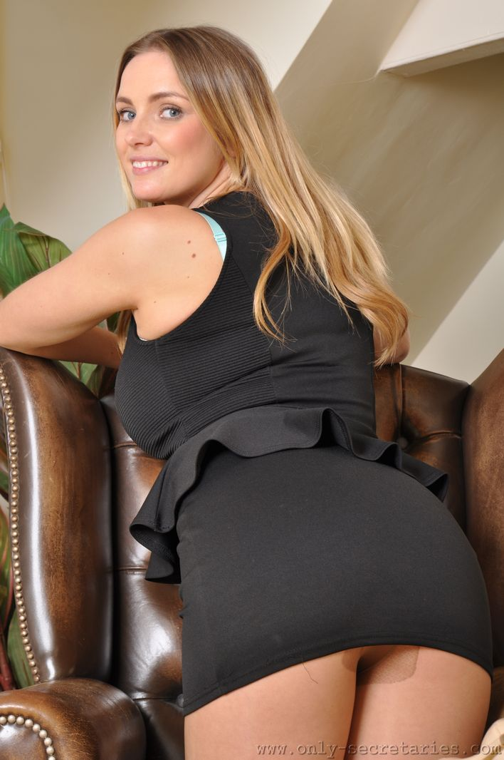 Babe in designer pantyhose gets facialized - 1 part 10