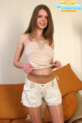 cute-teen-shorts-and-pantyhose-01