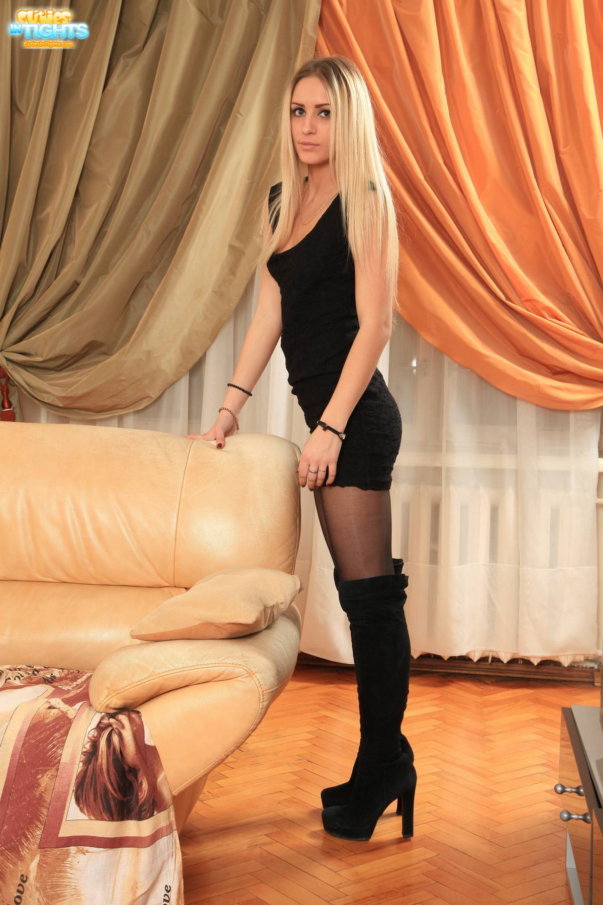 Blonde pantyhose