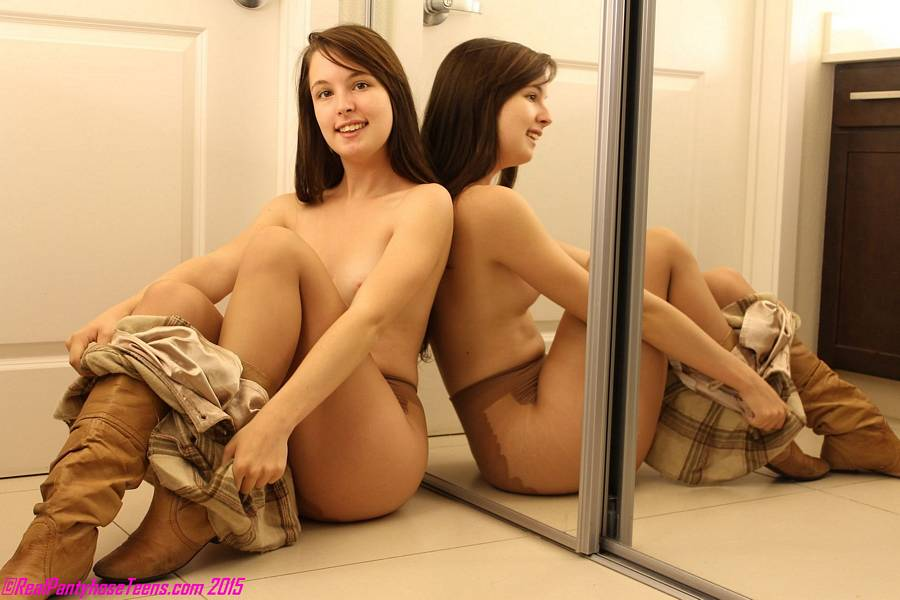 Blogs Teen Pantyhose Model Plays 18