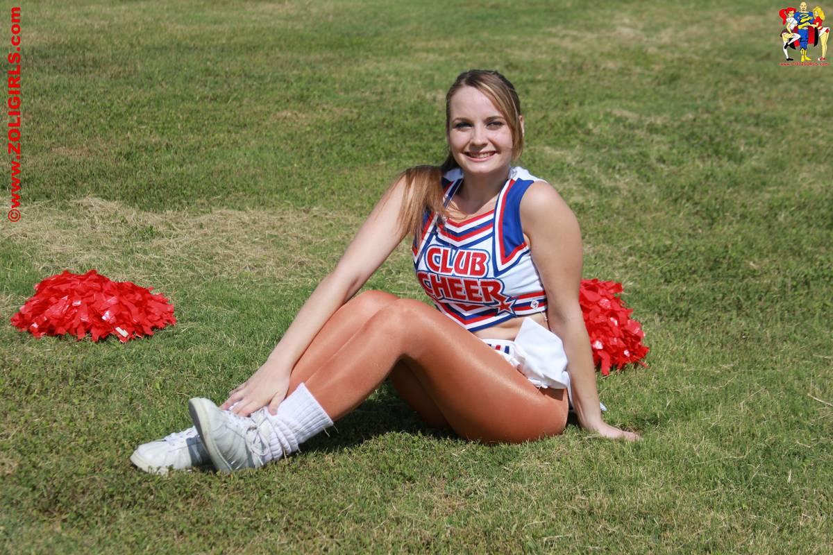 cheerleaders-uniform-milf