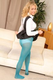 Her Free Pantyhose Gallery Robyn Was 66