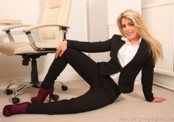 Only Opaques Tillie hose under trousers