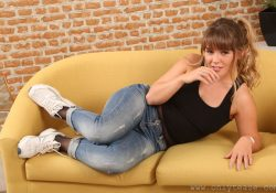 Only Tease Siobhan jeans over pantyhose